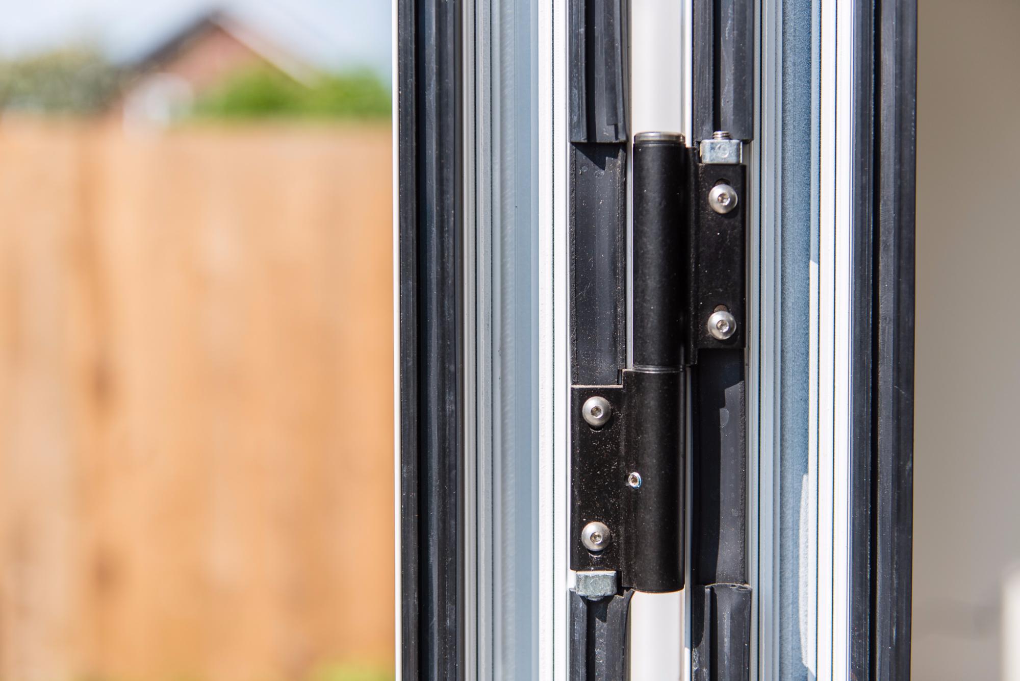 aluminium bifolding doors at Everglade